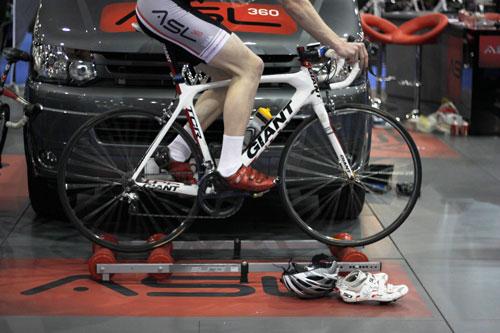 Elite roller cyclist